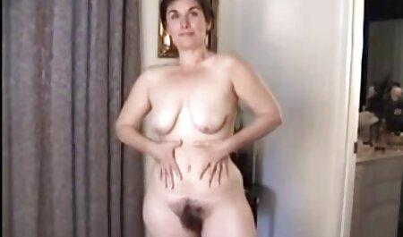Dois videos pornos nacionais homens de entretenimento com frango em um espartilho